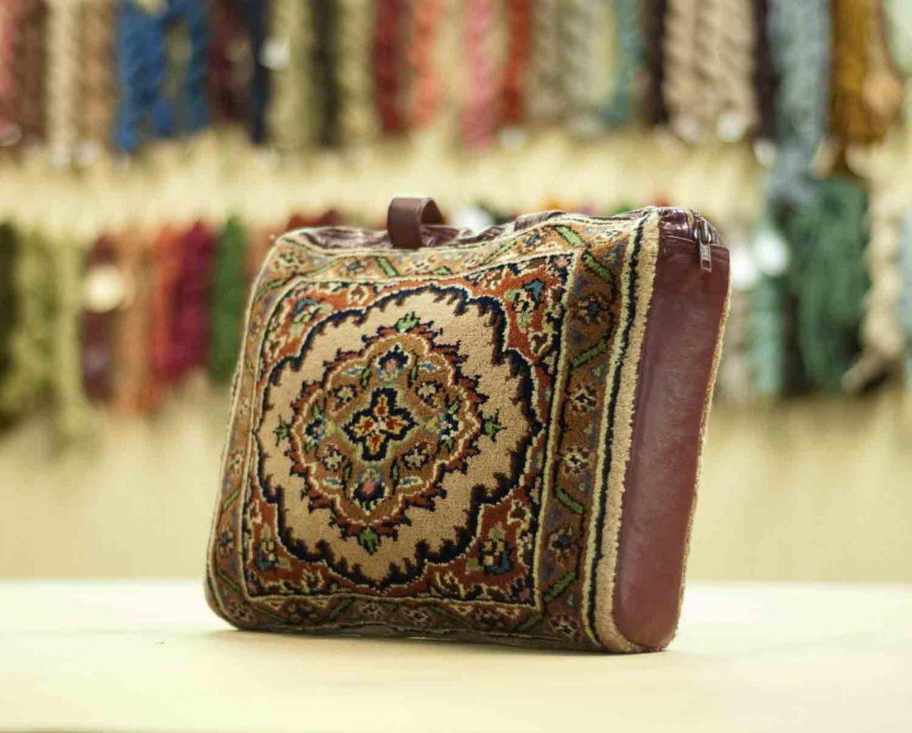 1×1 Tabriz Beige Oriental Carpet Bag 033413